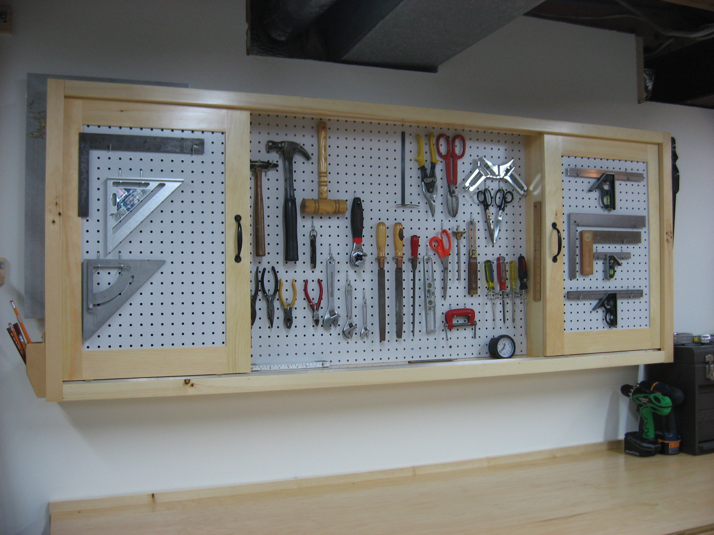 Step By Step Woodyworking More Workbench Plans Pegboard